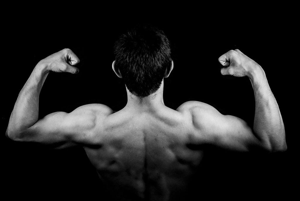 ćwiczenia na ramiona dla mężczyzn