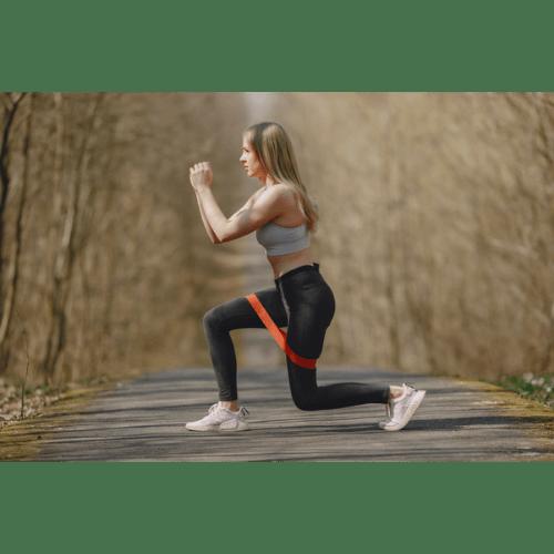 Guma do ćwiczeń jak ćwiczyć – przykładowe ćwiczenia z gumą