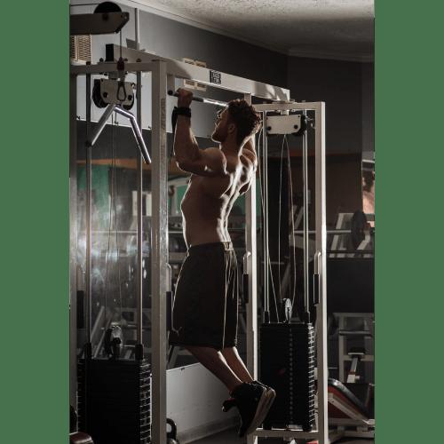Jak ćwiczyć na drążku? O czym należy pamiętać?